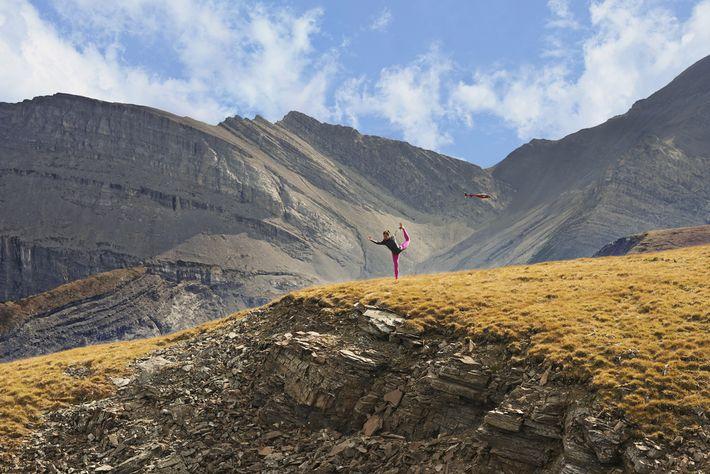 Hatha-Yoga auf den Gipfeln der Rocky Mountains.