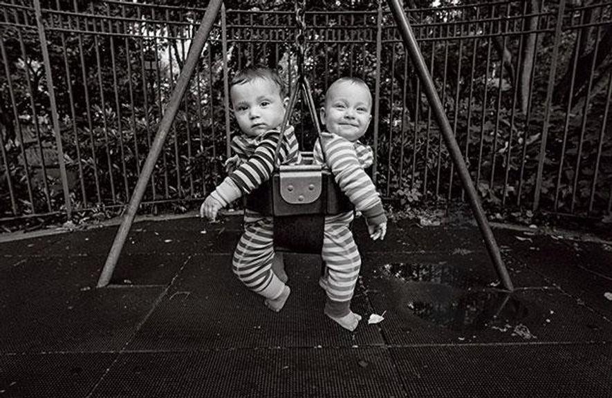 Gute Bedingungen: Die New Yorker Zwillinge Felix und Viva Torres, siebeneinhalb Monate alt, wachsen zweisprachig auf. ...